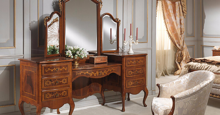 Tri-Fold Mirror with Vanity