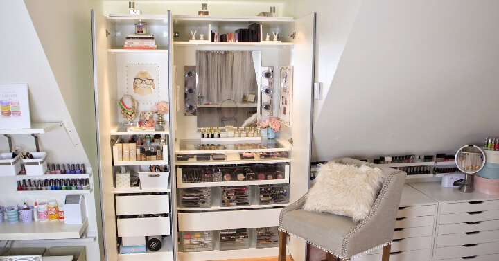 Detailed Vanity for an Extended Collection