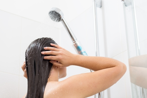 Steps To Wash Your Hair The Right Way! (Dos And Don'ts Included) – The Urban Guide