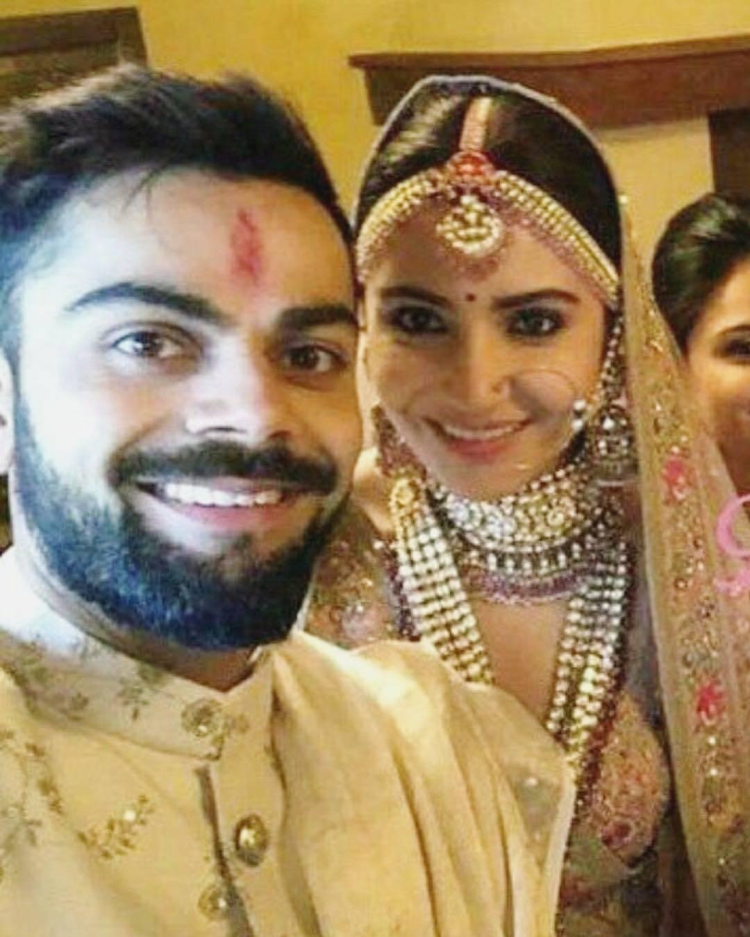 Anushka Sharma Wedding Dress Hd Pics Ficts