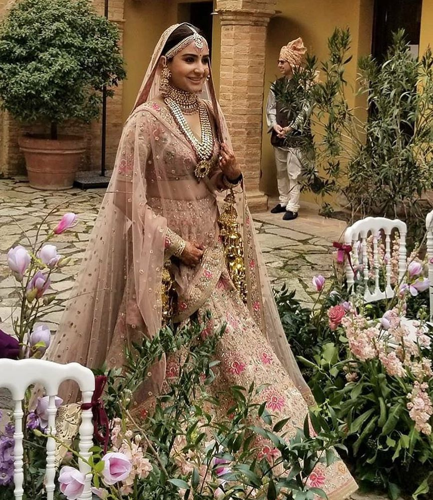 Anushka Sharma bridal entry - walking solo to the groom with din shagna da playing in the backdrop
