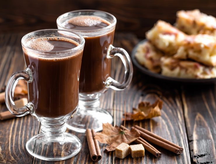 4 Super Easy Chocolate drinks to Heat up your Winter Party!