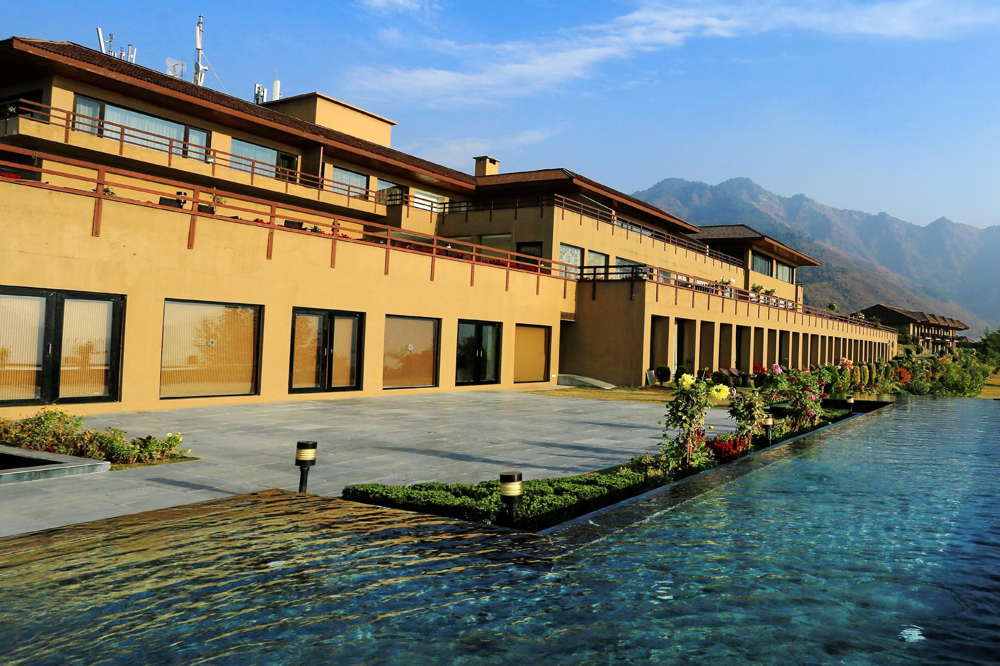 Enjoy the Backwaters on Shikara - Bachelorette trip Destinations in India