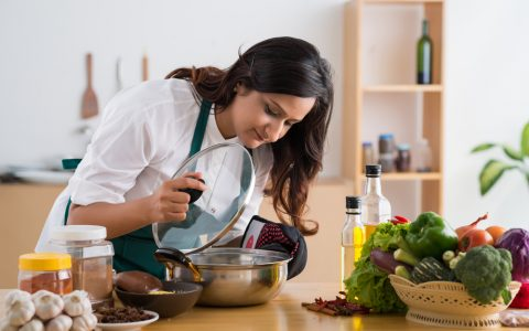 women cooking in the kitchen