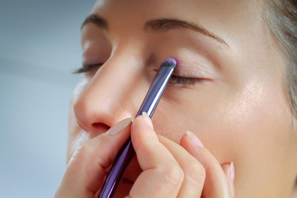 eye makeup step - apply eye primer