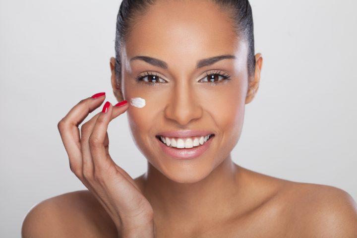girl applying moisturizer