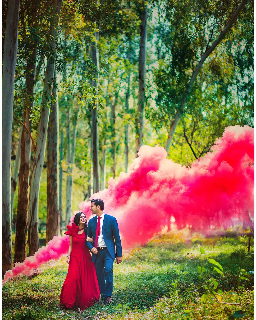 Pre Wedding Outdoor Ideas: 10 Super Unique & Fresh Pre-Wedding Shoot Ideas