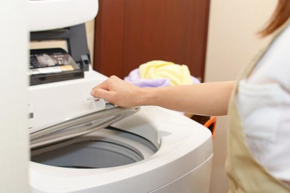 cleaning the washing machine body