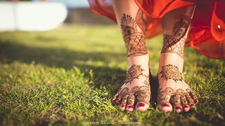 Simple Mehendi Design for Brides - Feet Mehendi design with jaali on legs and mandala on feet