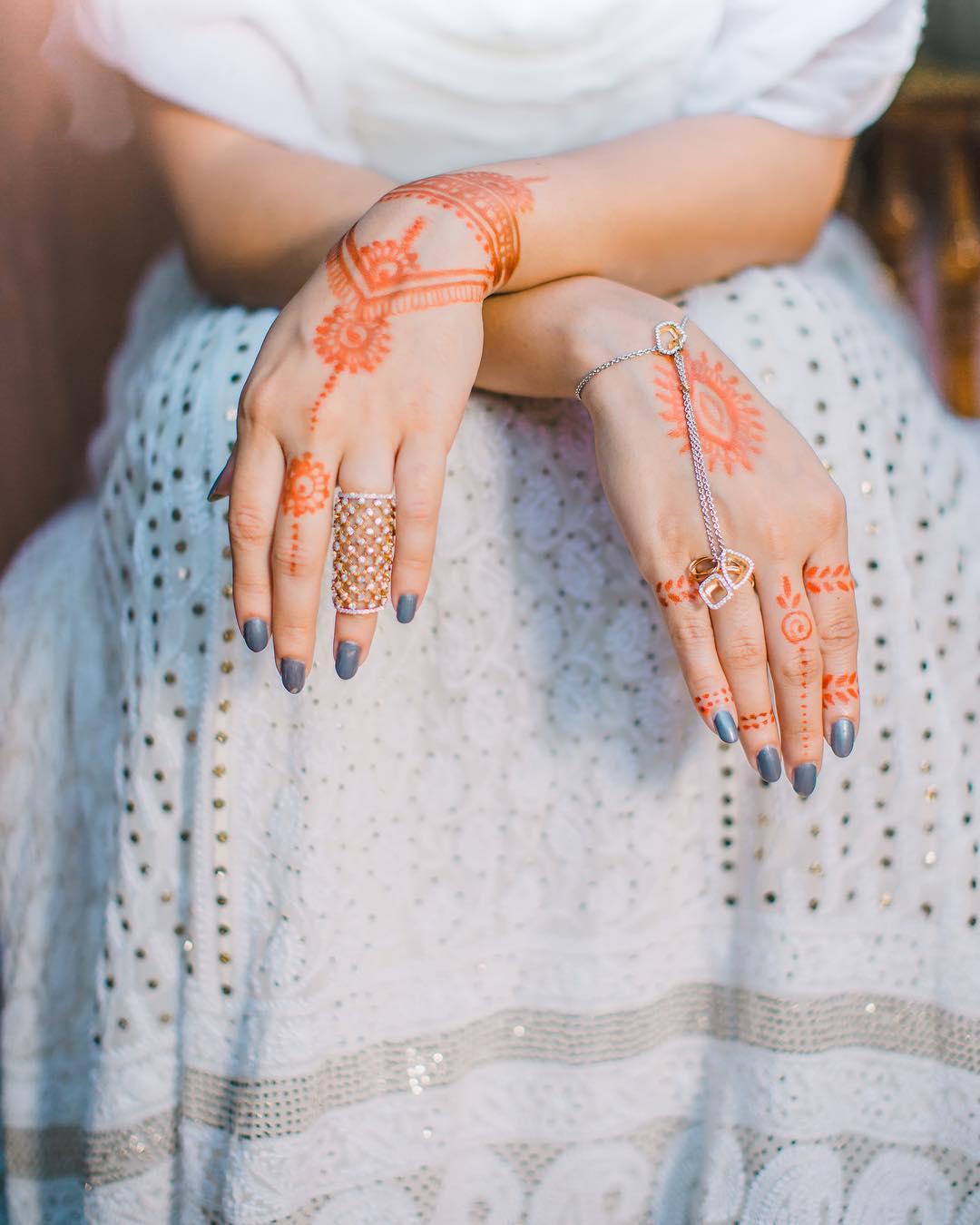 Simple Bridal Mehendi Designs For The Minimalistic Bride S Hands The Urban Guide,Spiritual Line Art Geometric Tattoo Designs