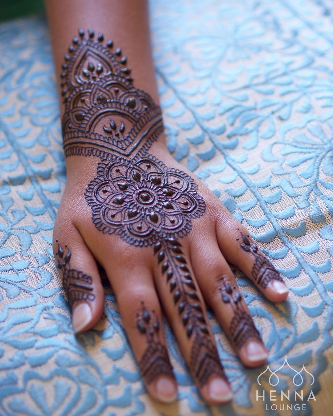 Arabic mehndi design- Arabic mehndi design for back of the hand