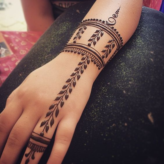 40+ Simple Bridal Mehendi Designs: For The Bride's Hands (Front & Back)