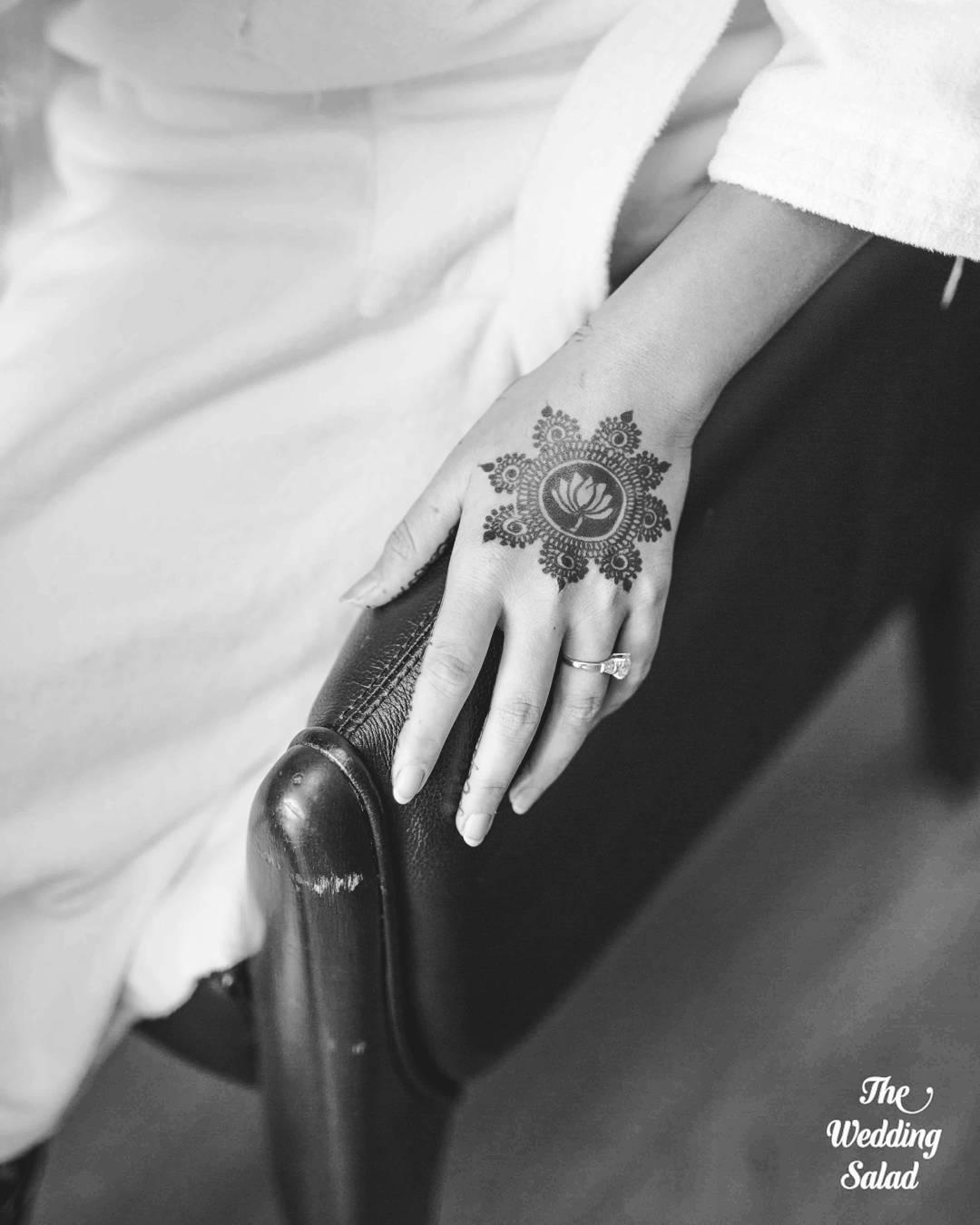 Bridal mehndi designs back side- Simple circular mehndi design for brides