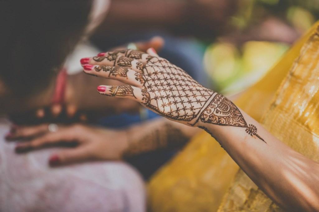 Mehandi designs for bridal hands- Full hand Jaali mehandi design for hands