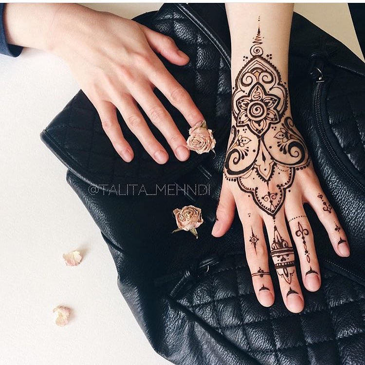Bridal mehndi design for hands- Simple and delicate mehndi design for hands