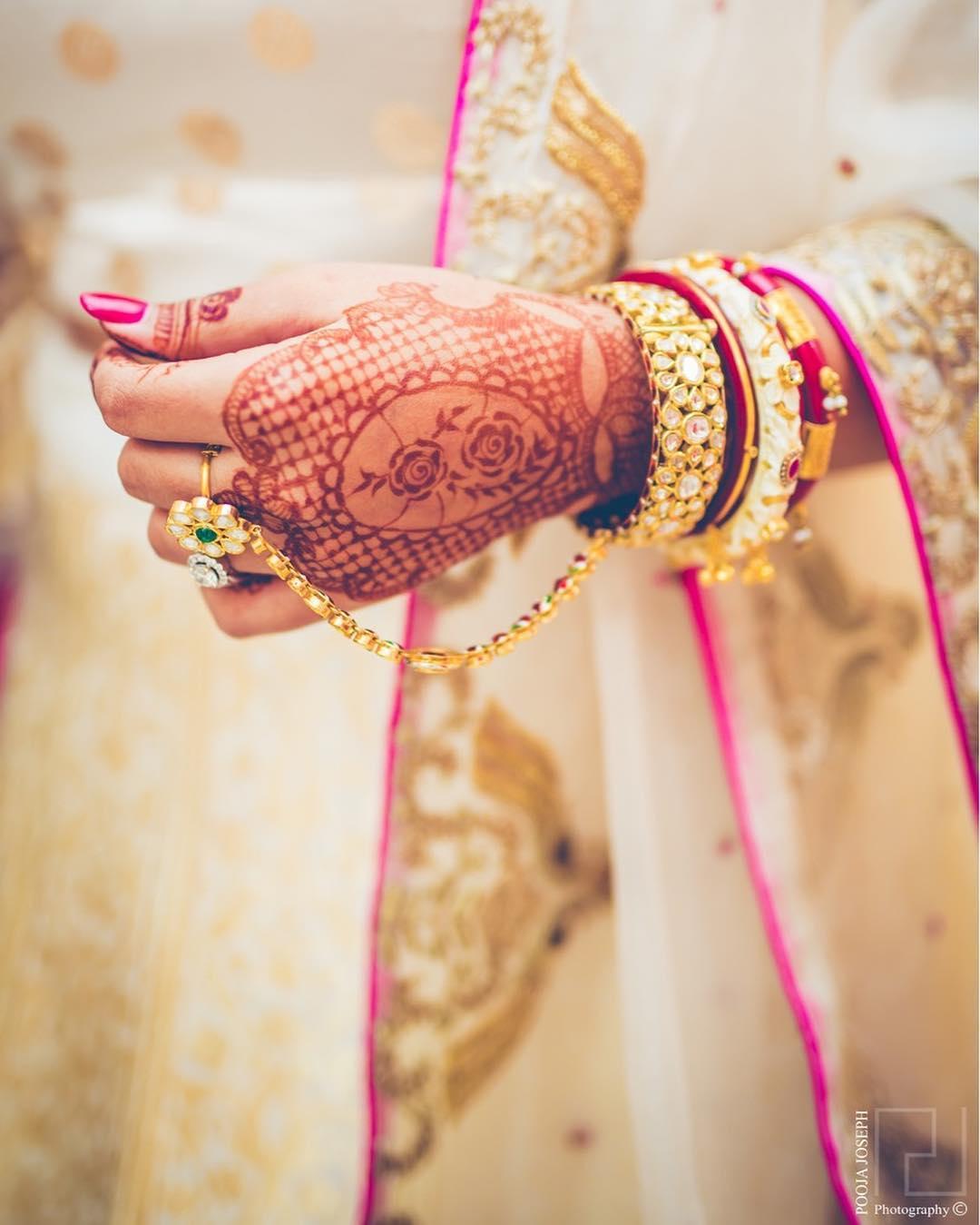 Mehandi designs for bridal hands- Jaali mehandi design for back hand side