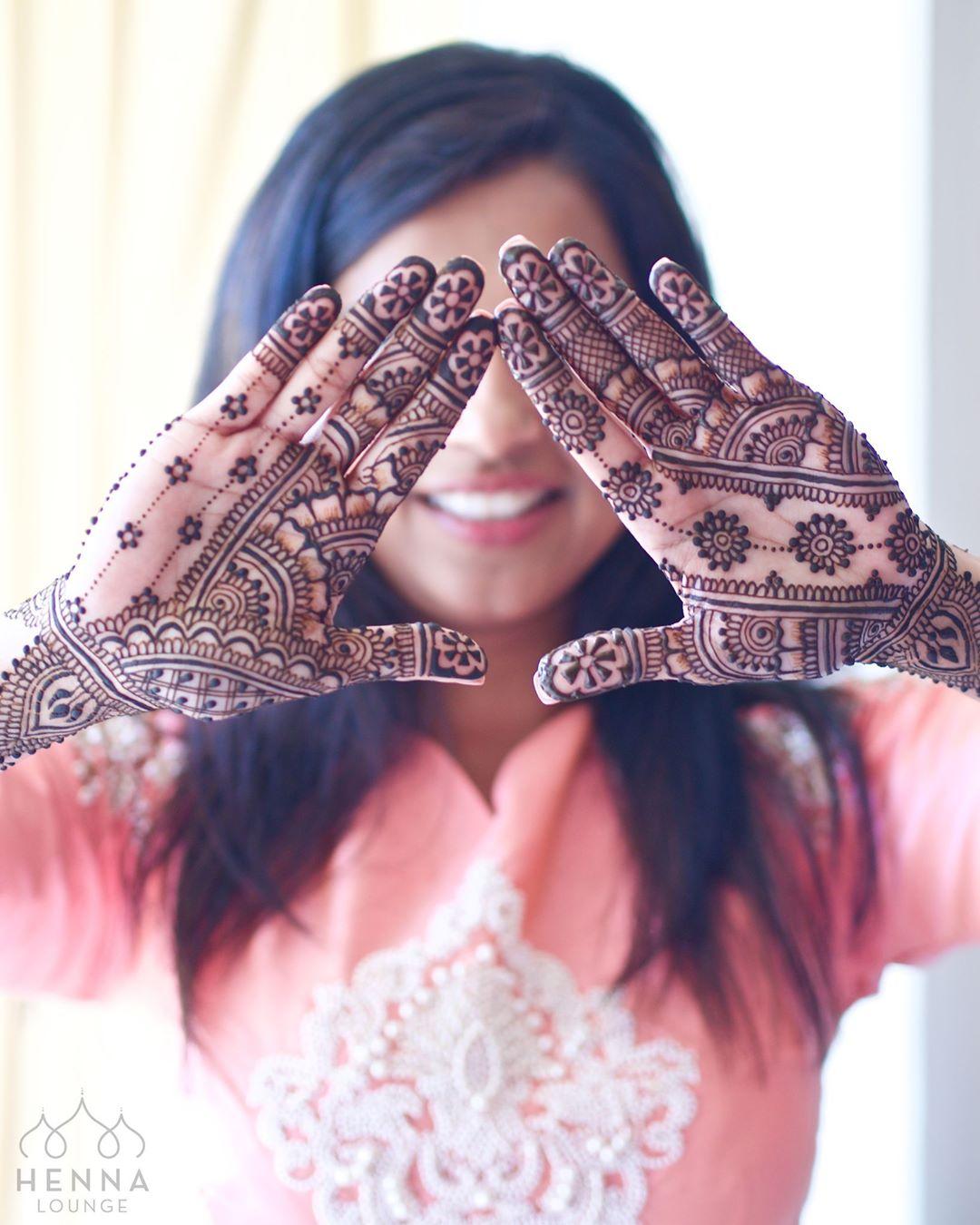 Arabic mehendi design- Henna design just till the wrist.