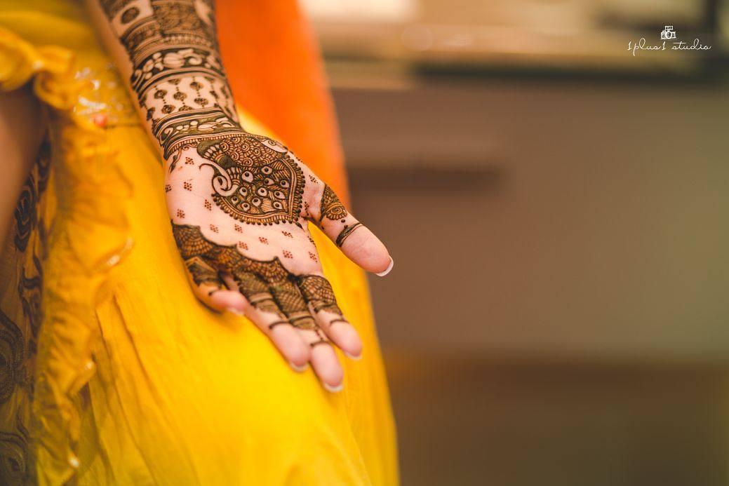 Dulhan mehndi designs for hands- Buttis bridal mehndi design for Indian Brides