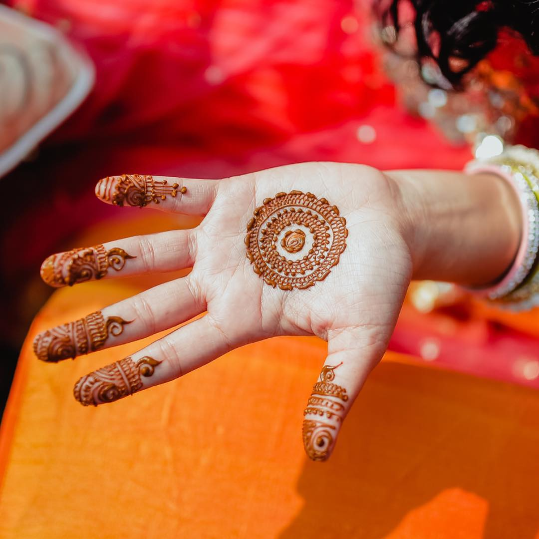 40+ Simple Bridal Mehendi Designs For The Bride\u0027s Hands