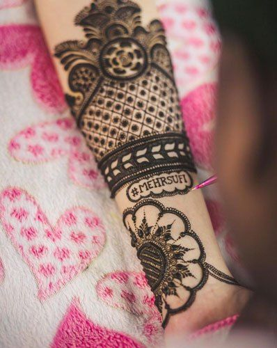 Bridal mehndi design- Including wedding hashtag in your mehndi