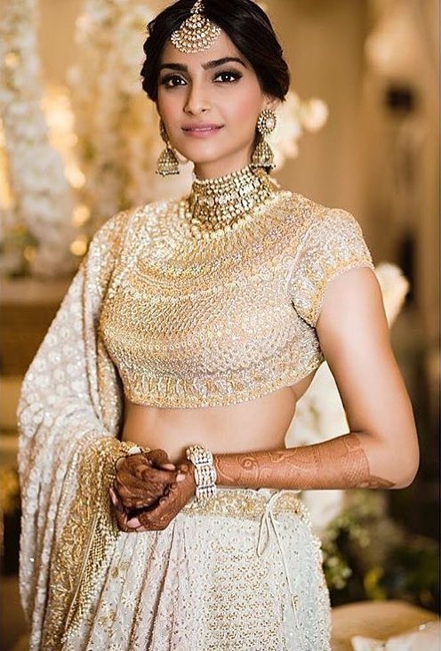 Sonam Kapoor's Mehendi Function outfit and jewellery