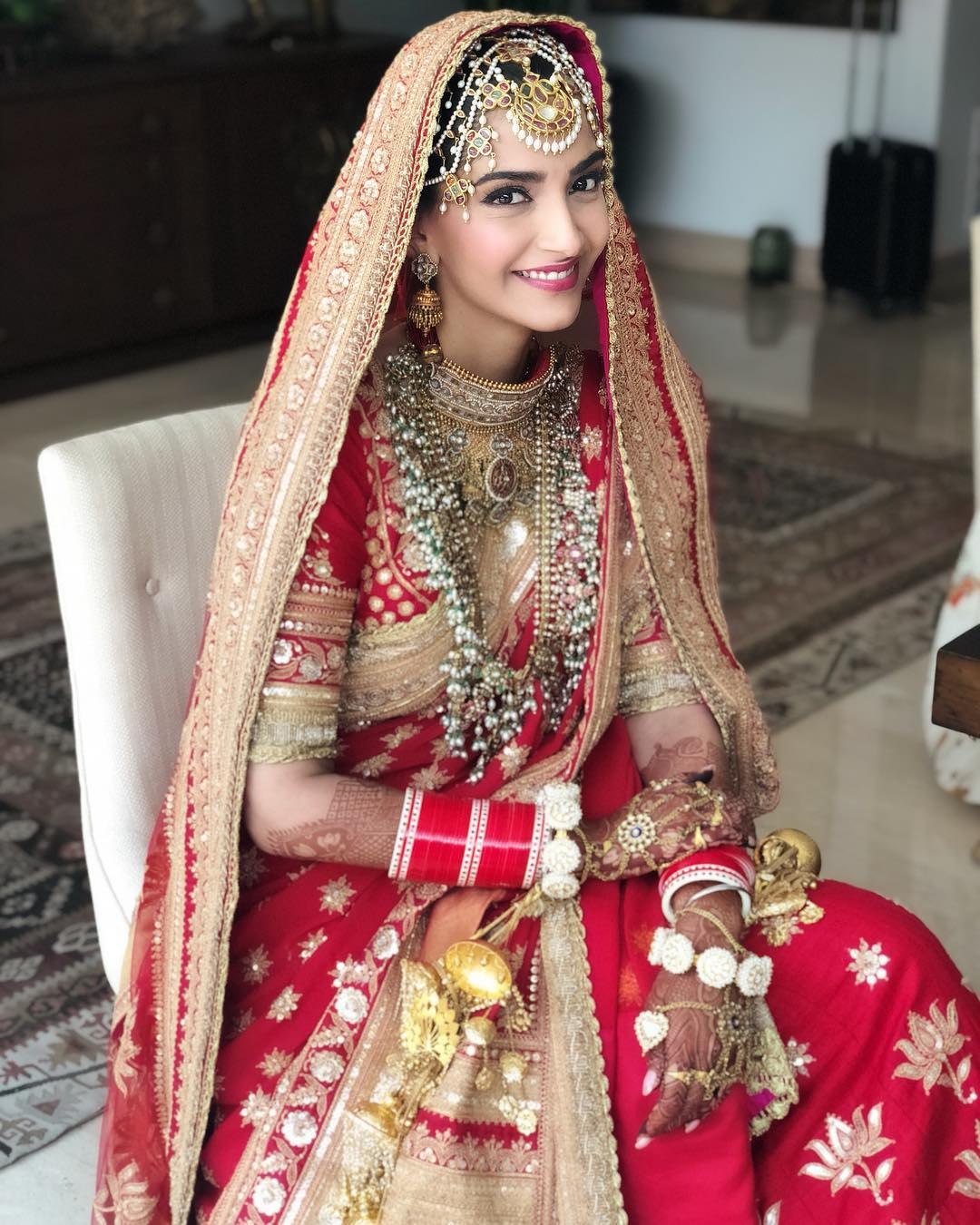 Sonam Kapoor's wedding makeup by Namrata Soni - almost a no-makeup look so that the matha-patti is the highlight.