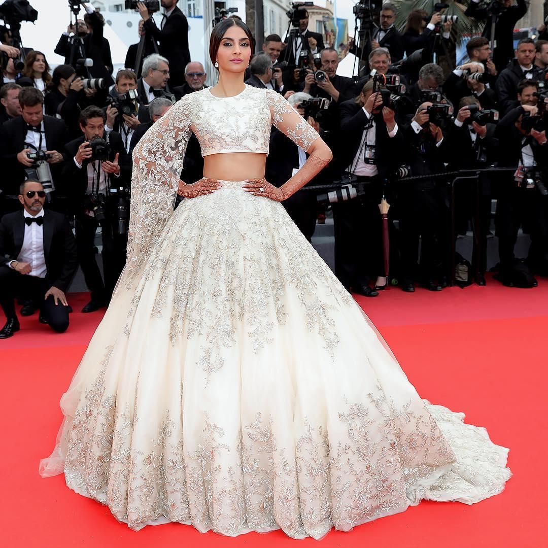 Sonam Kapoor S White Lehenga Is Perfect For A Wedding