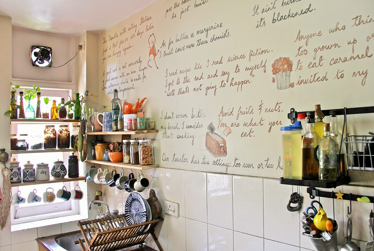 Design of food quotes written on kitchen wall