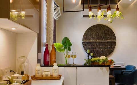 Kitchen picture with peninsula and pendant lights