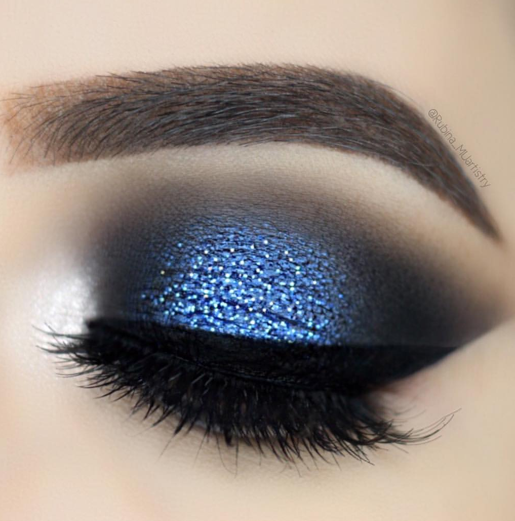 deep blue eye makeup palette look