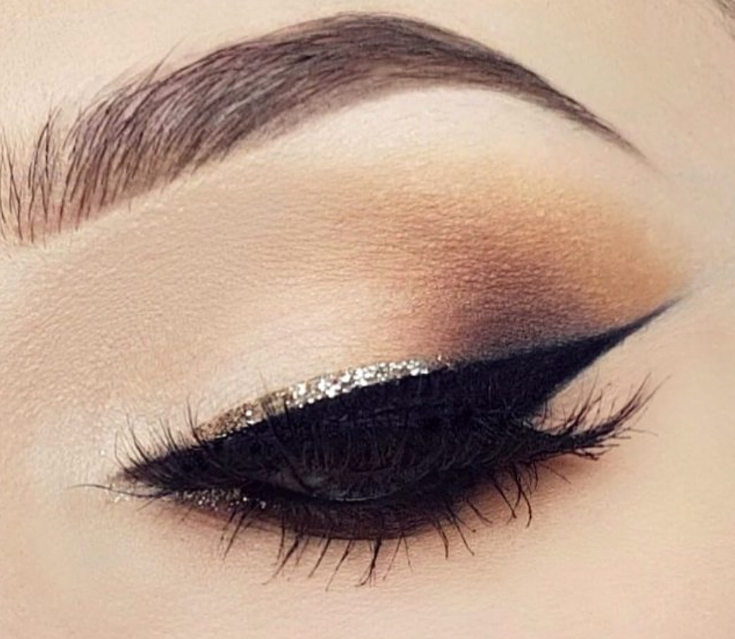 Silver glitter eyeliner on black liner look