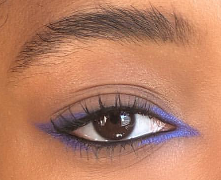 Blue colored eyeliner on inner and outer corner of the eyes
