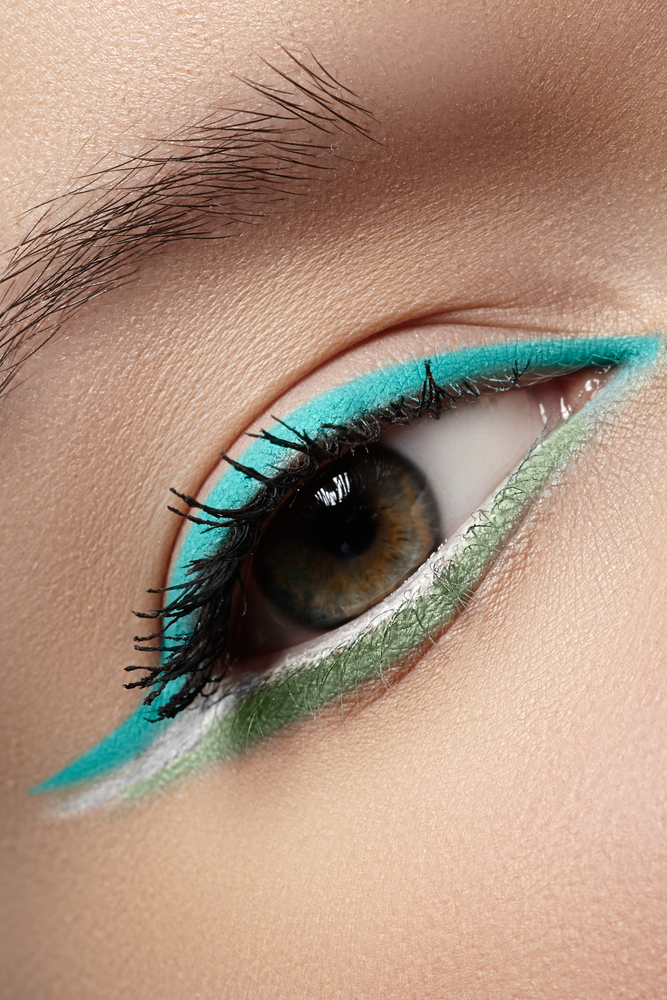 Three-colored eyeliner look for eye makeup