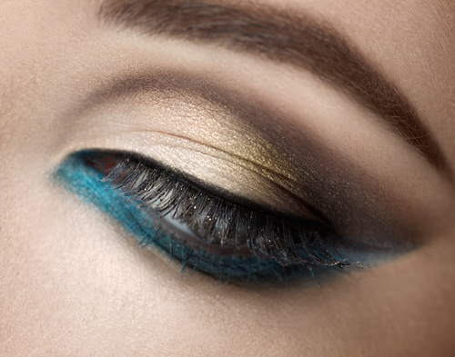 blue colored eyeliner on lower lash line