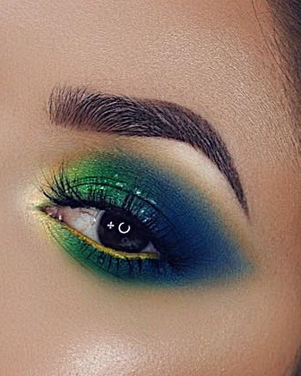 Peacock blue eye makeup look