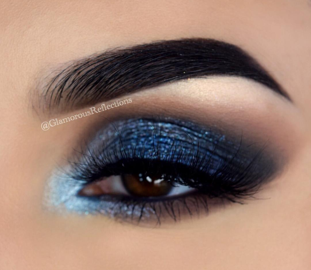Galaxy blue eyeshadow makeup