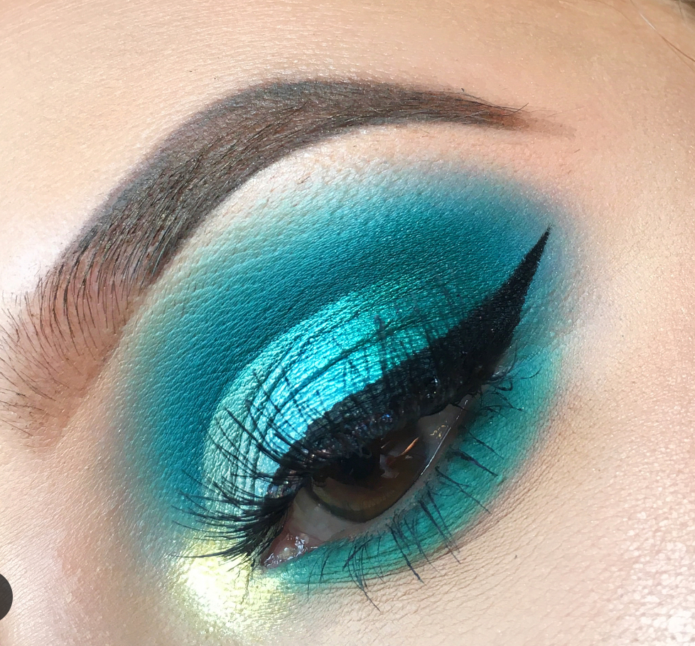 10 Blue Eyeshadow Looks You Should Totally Own This Party Season
