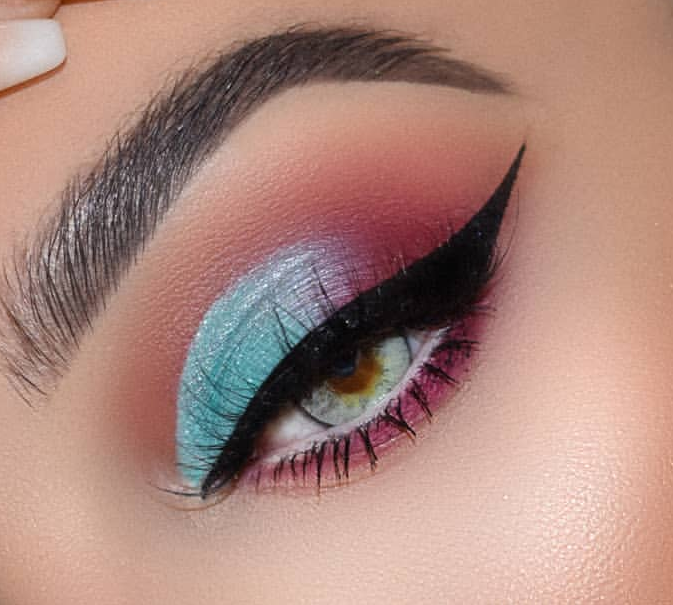 Neon blue eyeshadow makeup