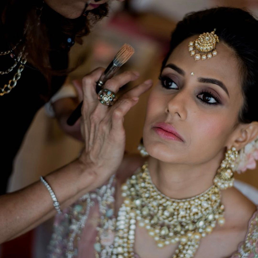wedding makeup tips - applying base(primer and foundation) on neck and chest as well