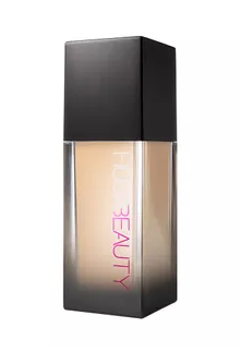 foundations-for-oily-skin-huda-liquid-foundation