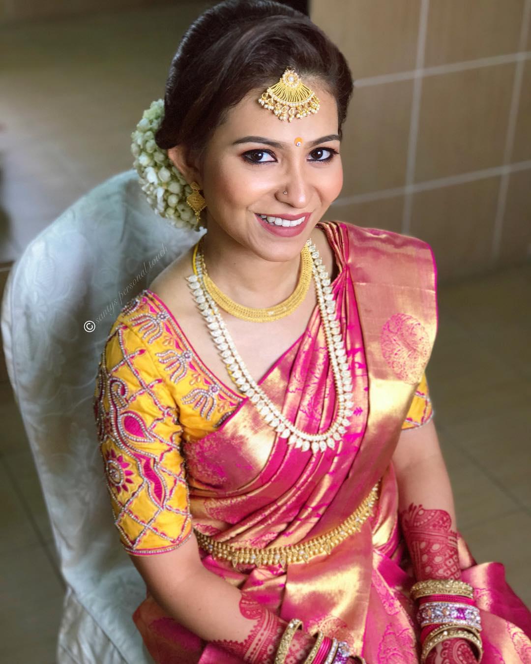 half chaandbali gold maang tikka on South Indian bride