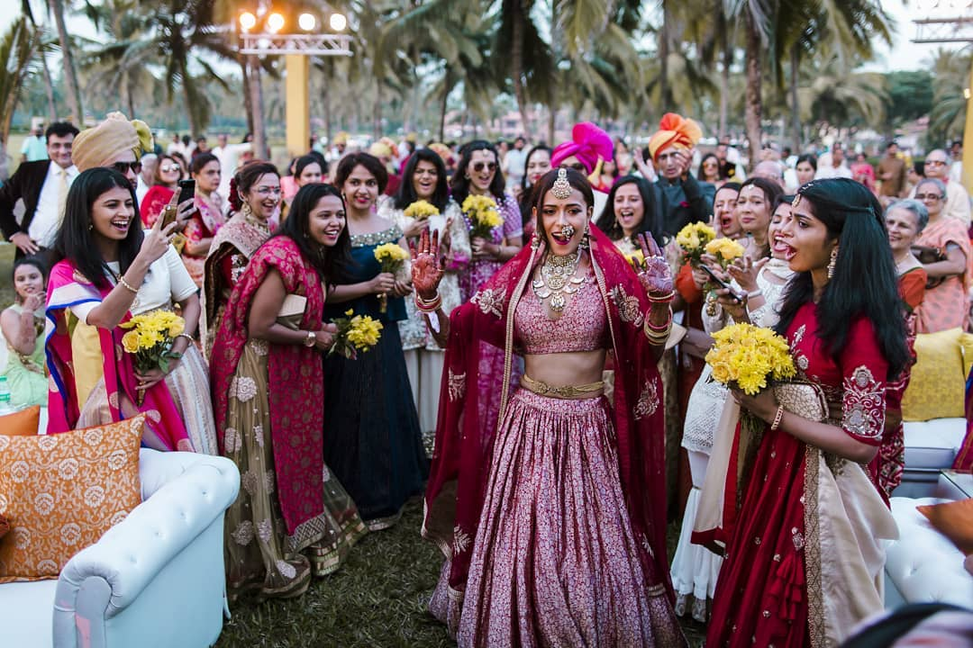 Indian bride entry theme - dancing to the mandap