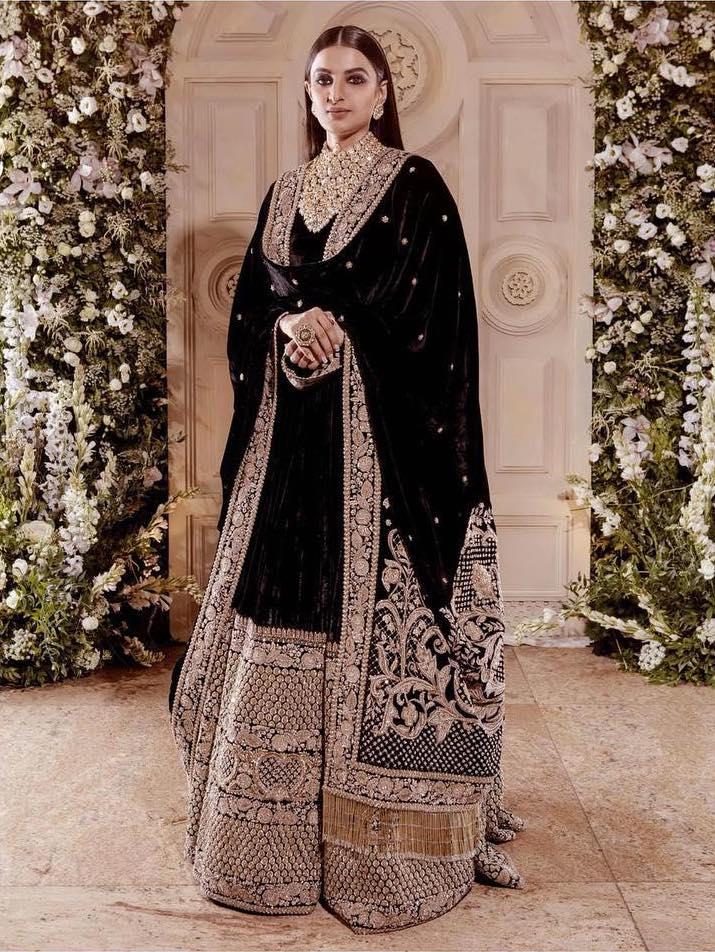 Ranveer Singhs sister in black Sabyasachi velvet lehenga at his wedding reception with Deepika Padukone