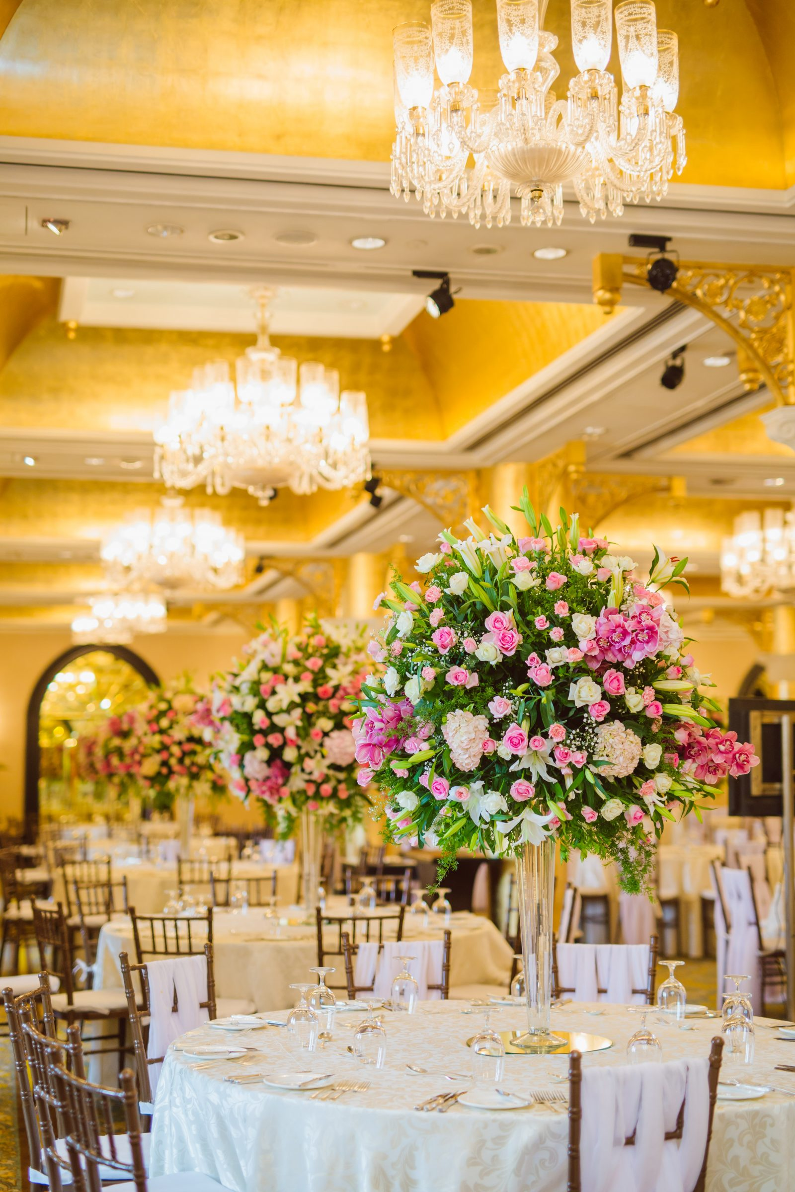The Most Beautiful Floral Table Centrepieces For Your 2019 Wedding The Urban Guide