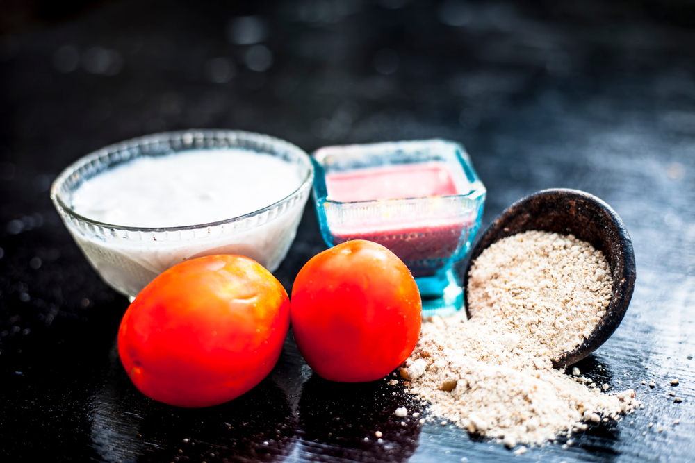 multani mitti with tomato and other ingredients for pimples